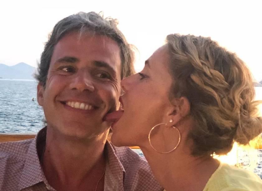 Alessia Marcuzzi è (davvero) single? Giallo sullo scatto pubblicato con il marito