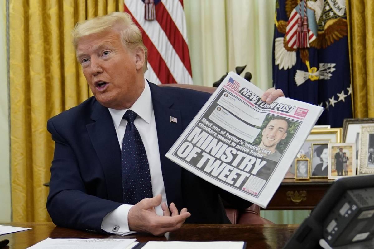Donald Trump firma ordine esecutivo sui social media
