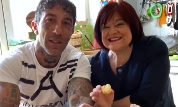 """Simone Coccia lascia i social e preoccupa i fan: """"Devo vincere una dura battaglia"""""""