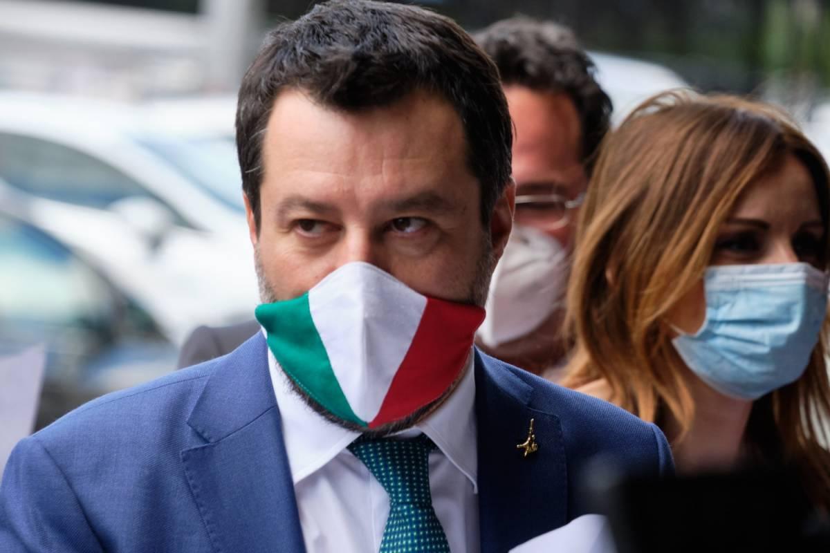 """Migranti, il piano di Salvini per """"cancellare"""" la sanatoria"""