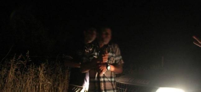 Immigrati assaltano gli agenti: la fuga di notte tra gli insulti