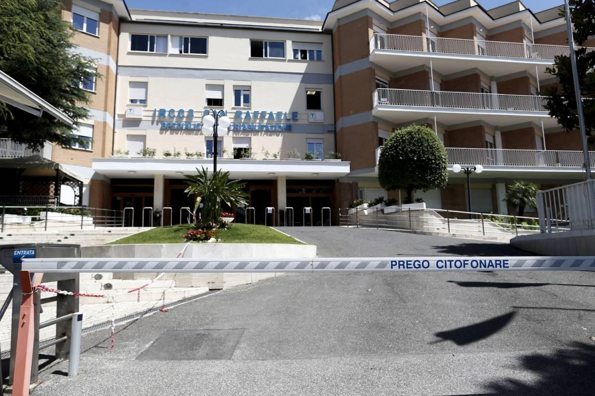 Salgono i casi nel focolaio del San Raffaele: nella clinica ora arrivano i Nas