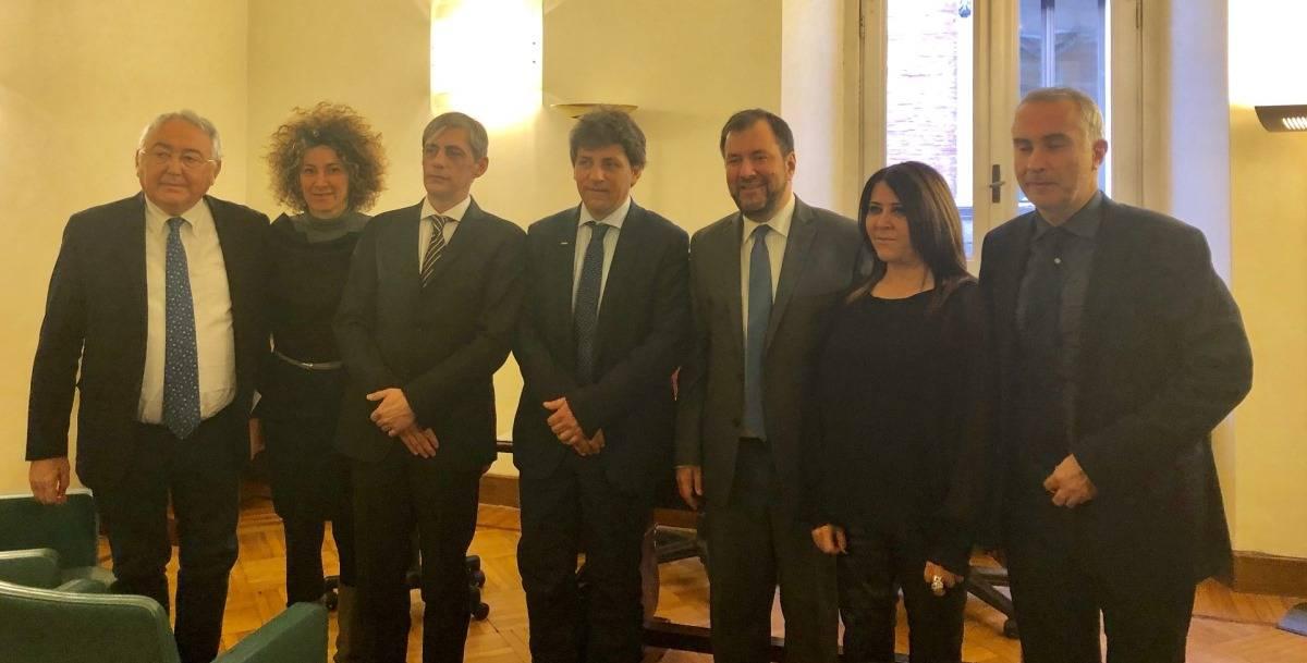 Il ministro di Maduro per l'Europa, Yvan Gil, con la delegazione M5S il 13 febbraio 2019 a Roma