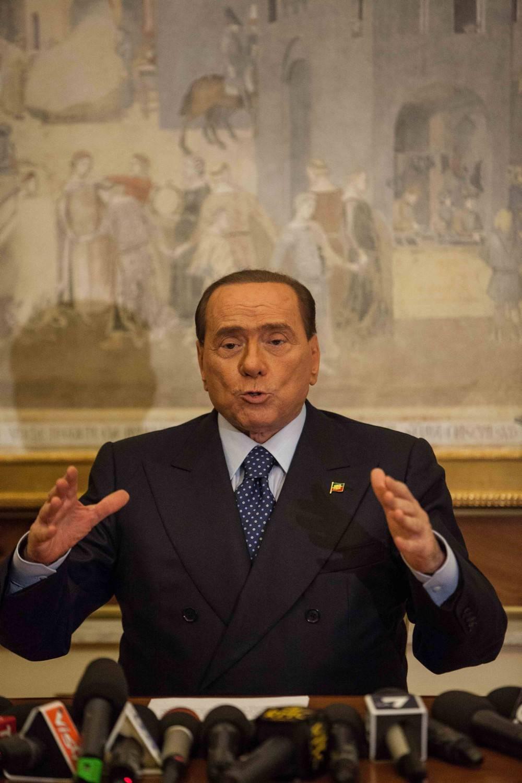 """La giornata di Berlusconi: """"Né febbre né dolori. Sono commosso dalla vicinanza di Mattarella e Conte"""""""