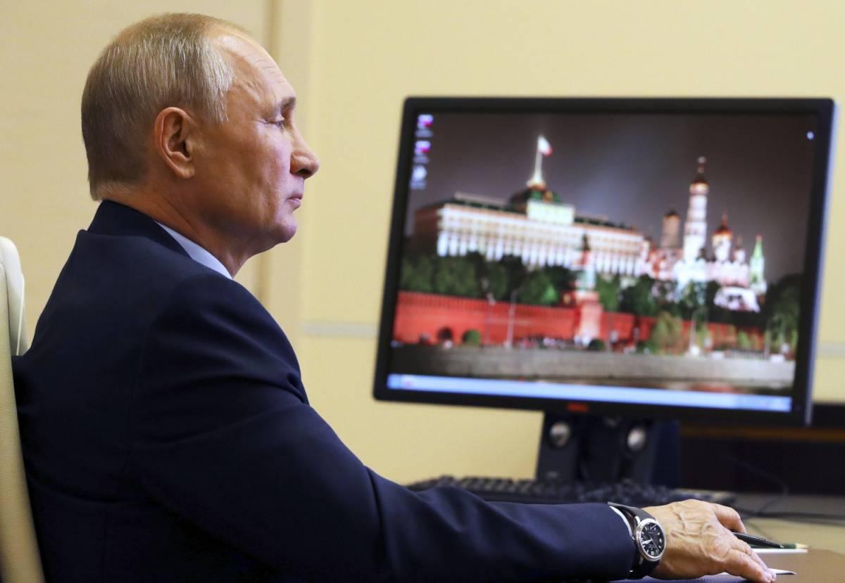 """Putin brucia tutti sul vaccino: """"Pronto, testato su mia figlia"""""""