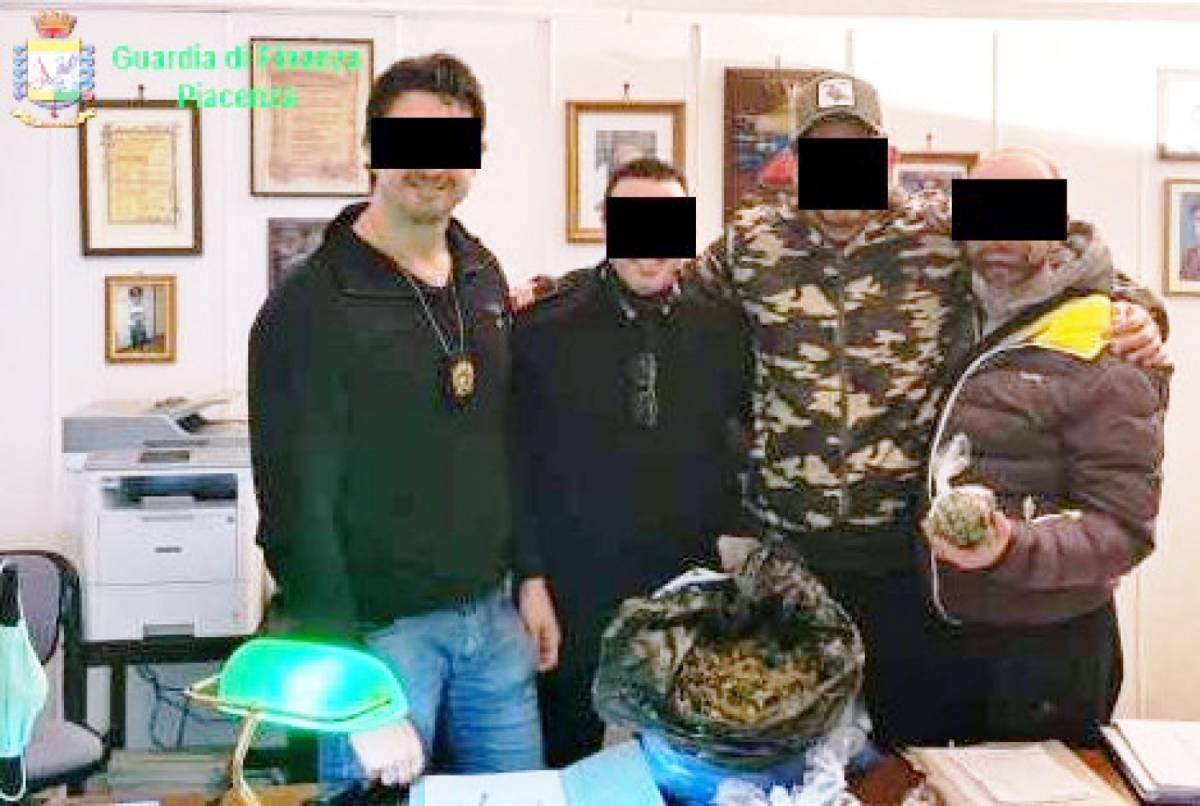 Escort, trans e ricatti in caserma: la vita dei carabinieri di Piacenza