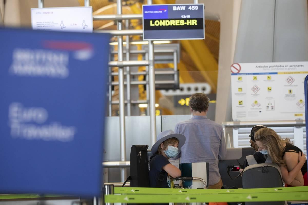 Londra, turisti nel caos. Imposta la quarantena a chi torna dalla Spagna