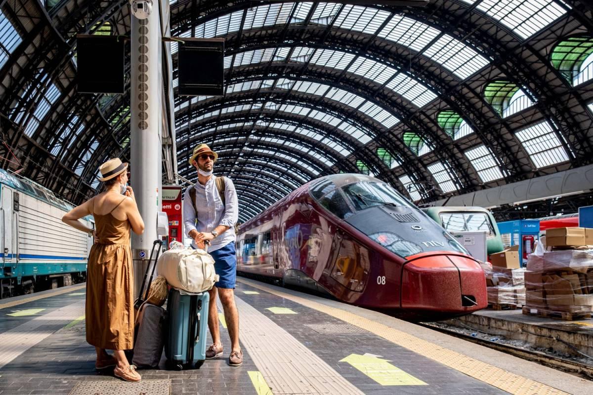 Regole su treni e aerei. Il Cts prepara la stretta: rischio caos nei cieli