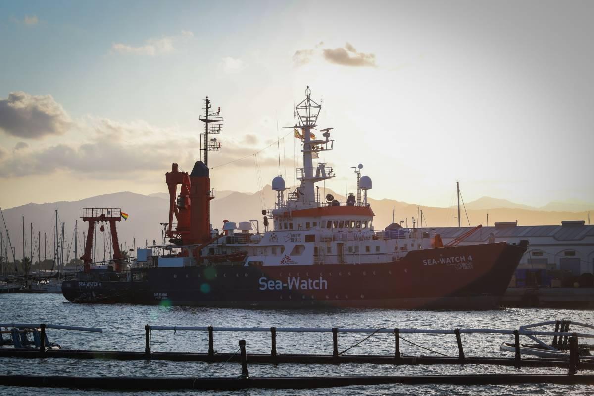 """""""Ci servirà un porto in Italia"""". La Sea Watch 4 avverte già Conte"""
