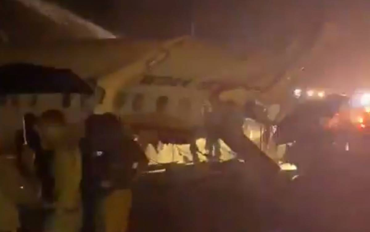India, aereo dell'Air India precipita a Calicut
