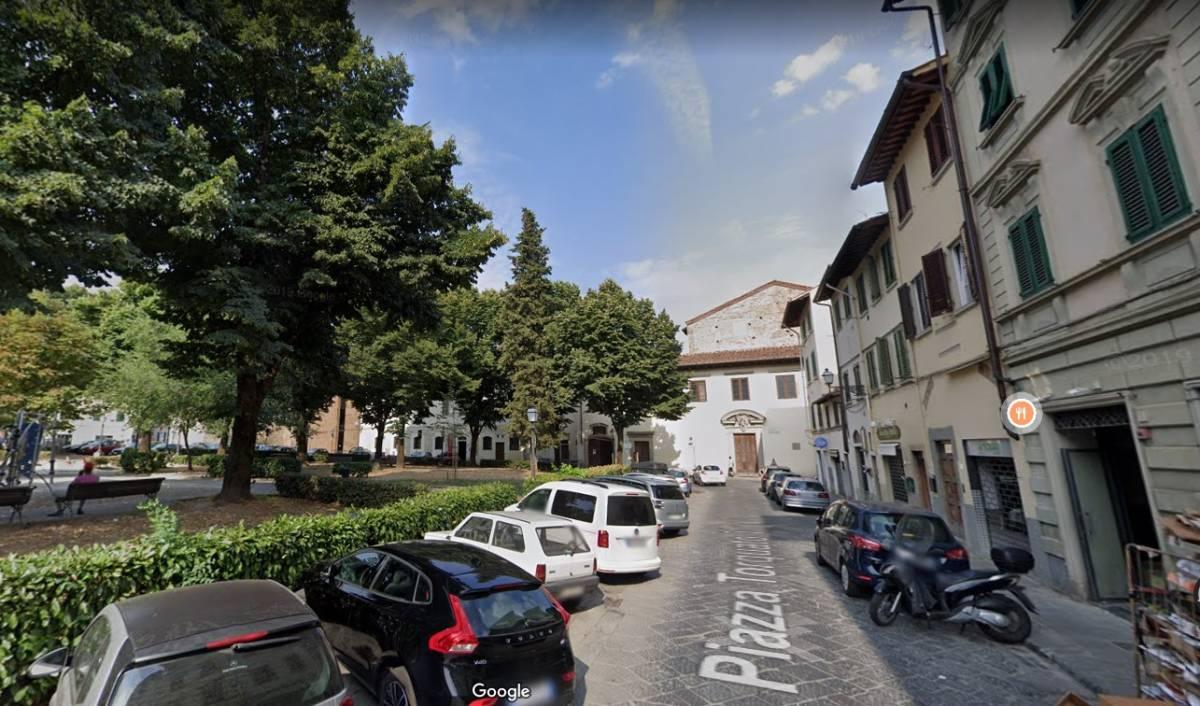 Firenze, difende anziano dalla violenza: tunisino lo massacra di botte