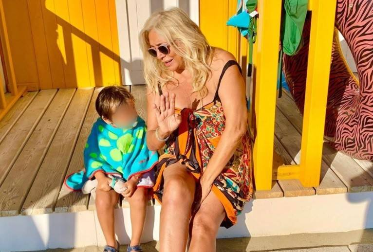 """""""Sono completamente rincoglionita"""", Mara Venier spiazza tutti sui social"""