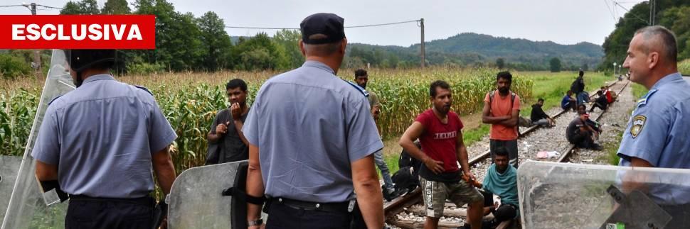 """Bosnia, la porta aperta della rotta balcanica. I migranti: """"Vogliamo venire tutti in Italia"""""""