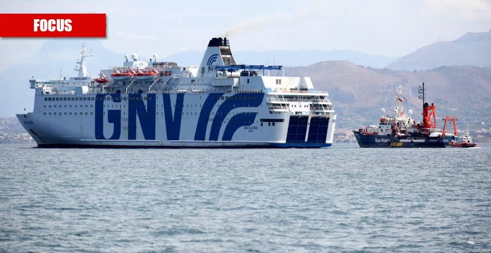 """Le navi """"bomba"""" dei migranti: focolai innescati dal governo"""