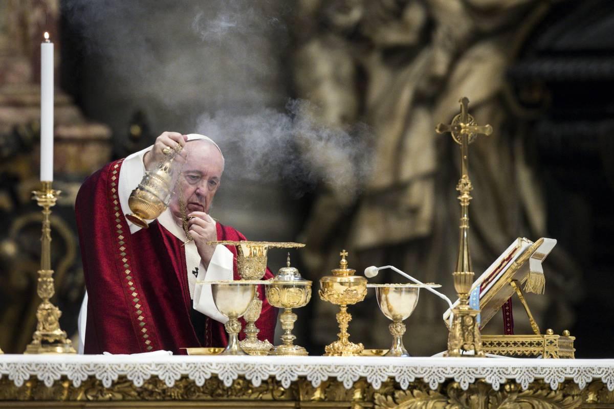 """C'è la """"rivoluzione"""" sulla Messa. Preghiere e canti: cambia tutto"""