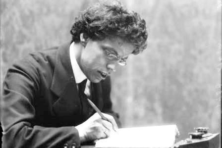 """Chi non compra libri è """"Rinnegato e bastardo"""". Parola (arrabbiatissima) di Giovanni Papini"""