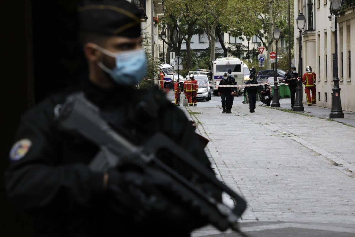 18enne pachistano confessa: è lui l'attentatore di Parigi