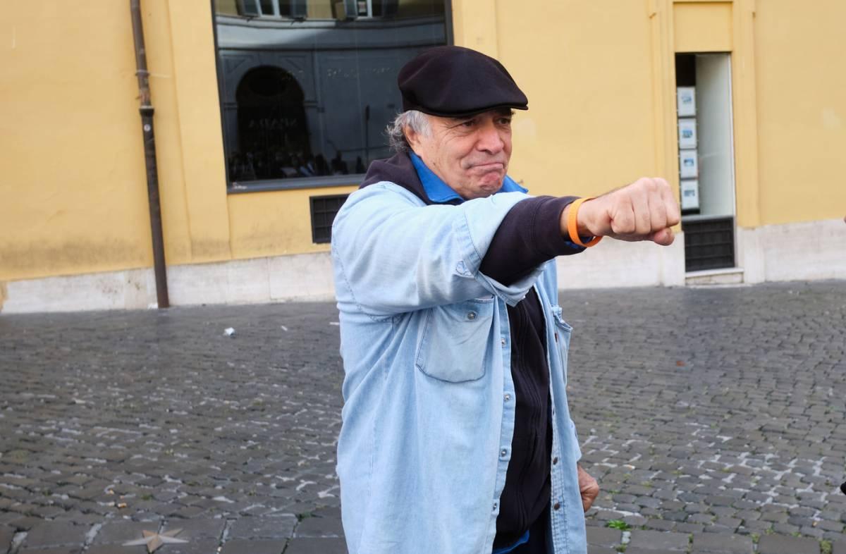 """Enrico Montesano: """"Non sono negazionista. Per i dubbi sui vaccini mi augurano la morte"""""""