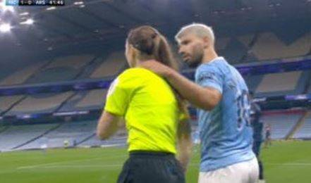 Quel gesto che indigna il calcio (e che svela un mare d'ipocrisia)