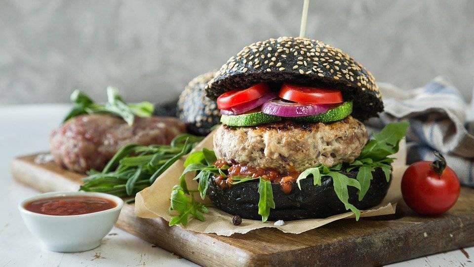 Guerra su veggie burger. Adesso il Parlamento Ue va contro gli allevatori