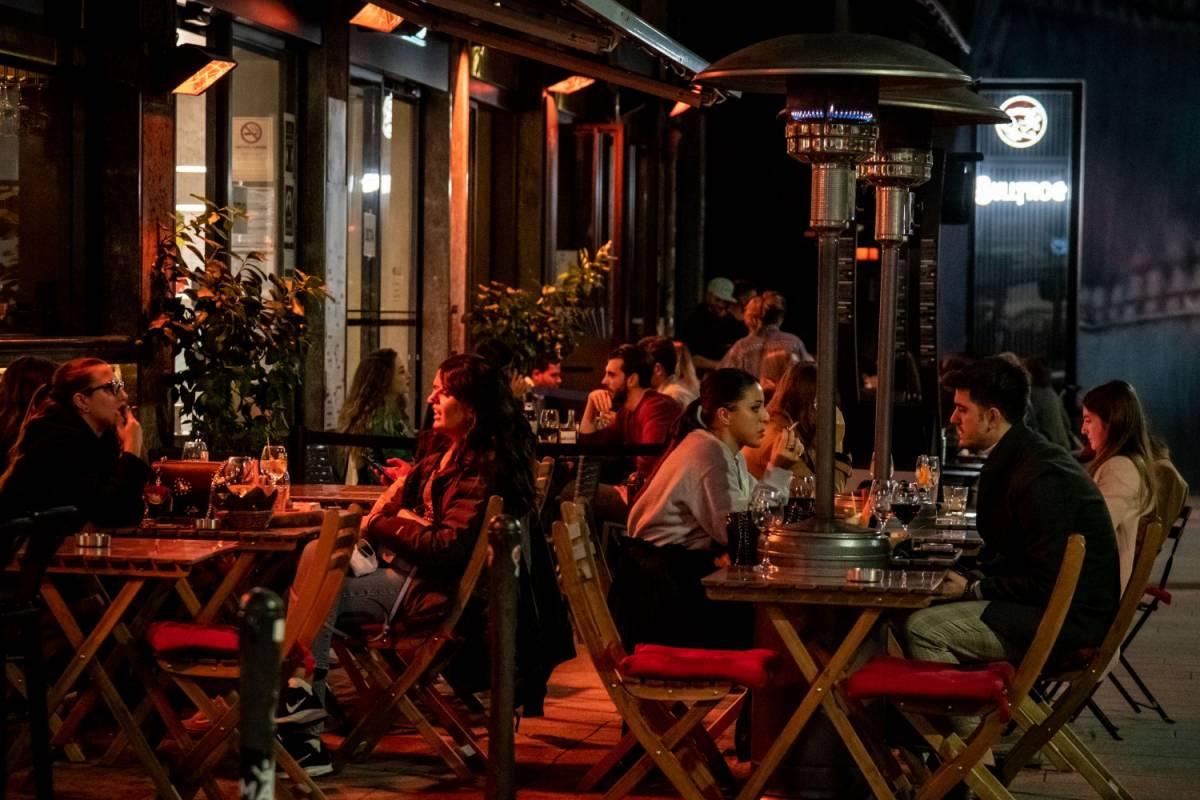 Spostamenti tra Comuni e pugno duro sui ristoranti: la bozza del nuovo Dpcm