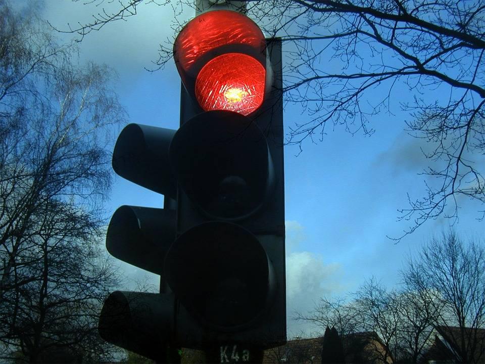 Cos'è la regola del semaforo che imporrà le chiusure