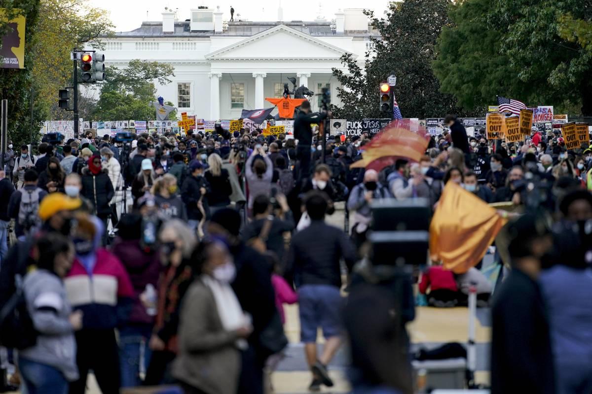 Ora i Blm preparano l'assedio: folla intorno alla Casa Bianca