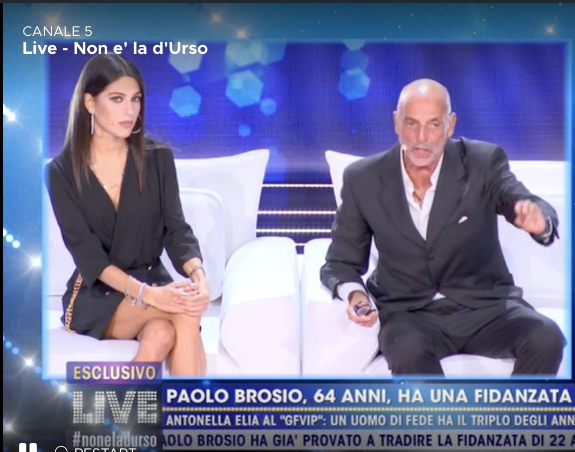 Paolo Brosio diviso tra amore e messaggi telefonici molto sospetti