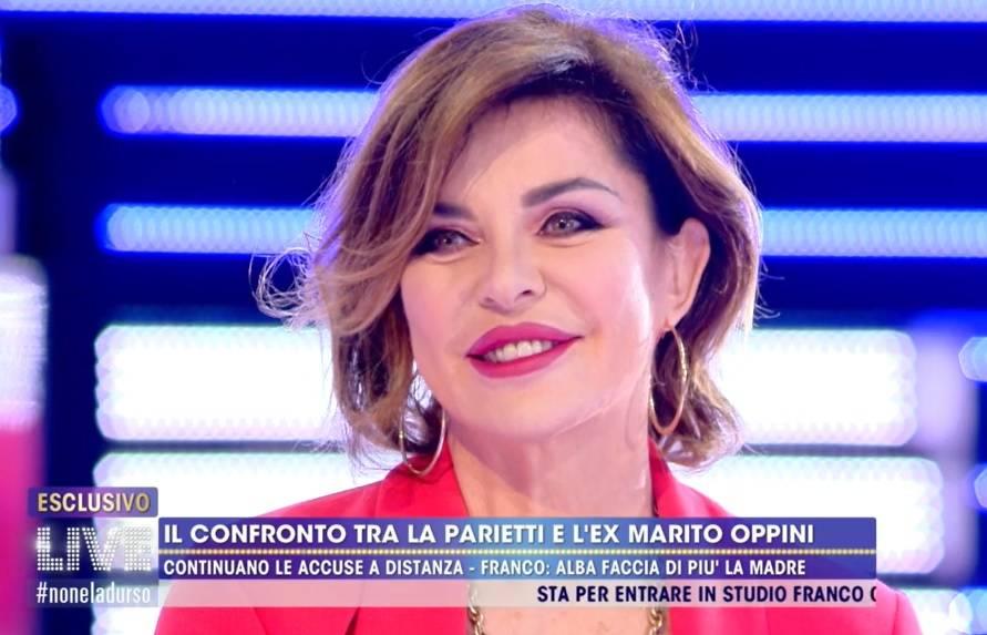 """Alba Parietti prima la spara poi ci ripensa: """"Vado in tv per mantenere le mie tre ville"""""""