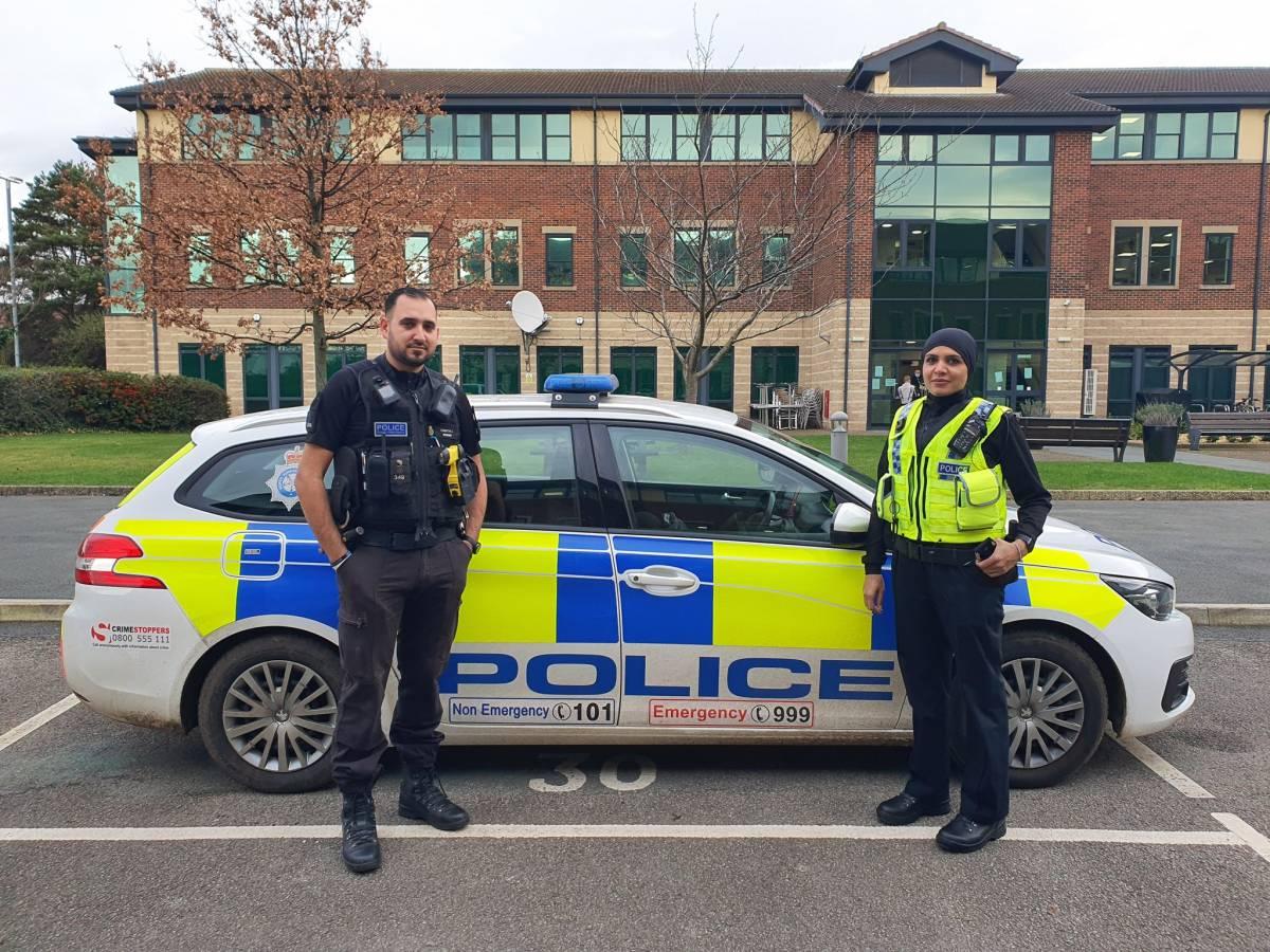 """Polizia britannica presenta le sue nuove divise per """"donne velate"""""""