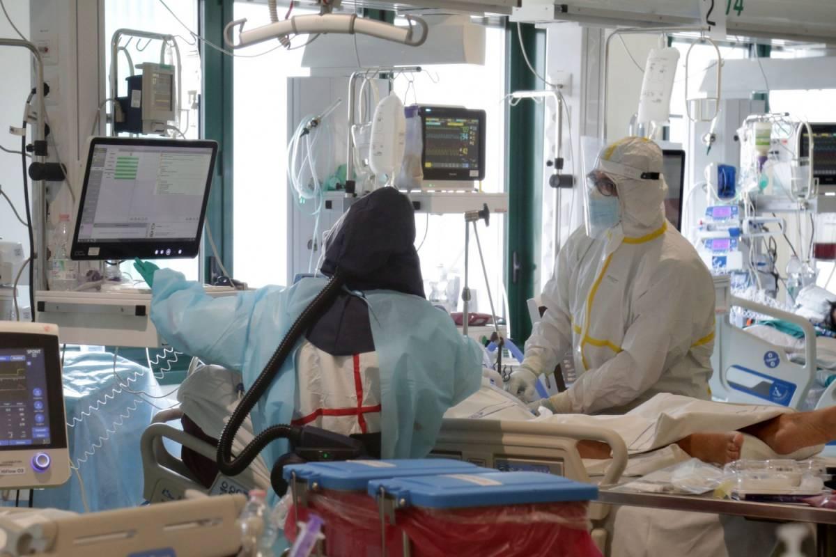 Curva dei contagi in discesa, ma ancora boom di decessi