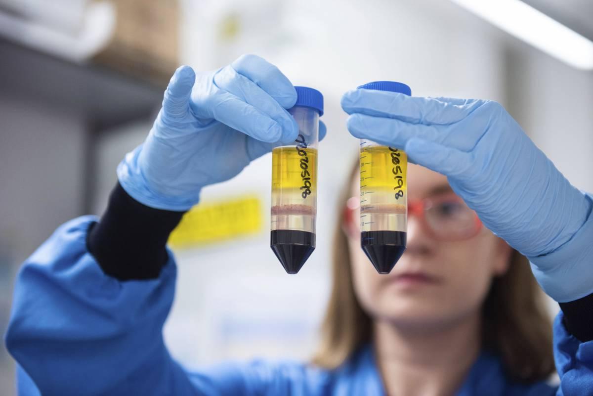 Spuntano le prime allergie: Londra frena già sul vaccino
