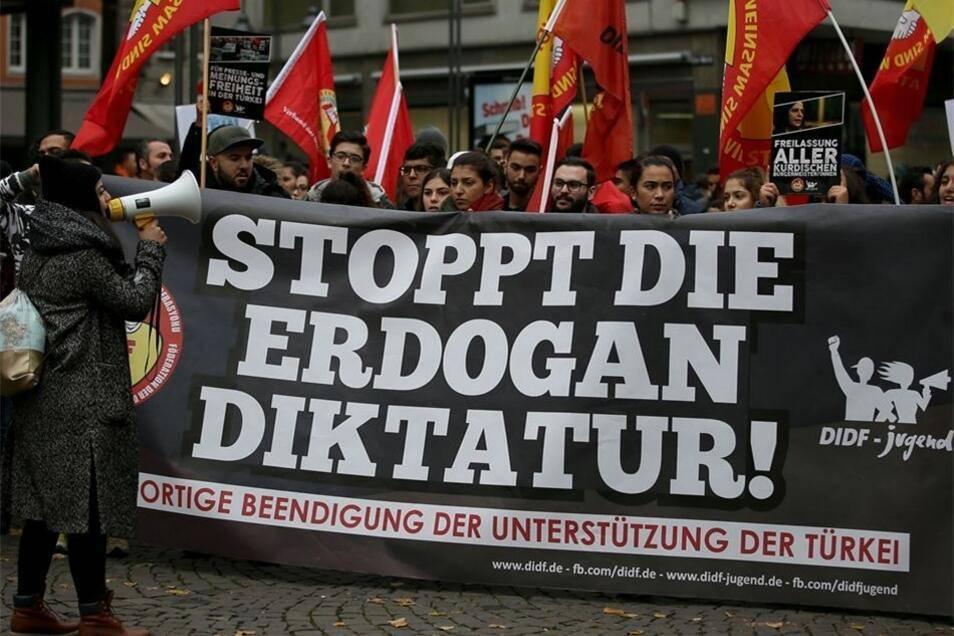 """""""Discriminati da Berlino"""". Curdi tedeschi in rivolta"""