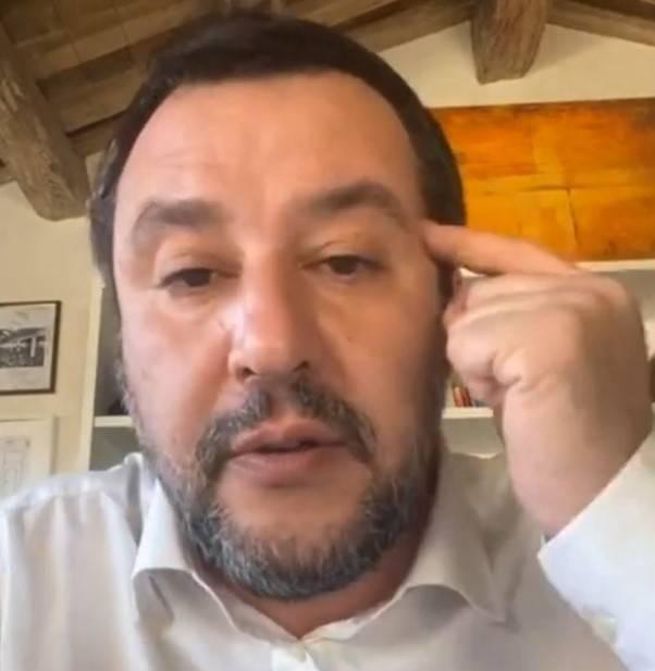 """Salvini attacca Conte: """"Natale rosso/arancione? Sono dei cazzari"""""""