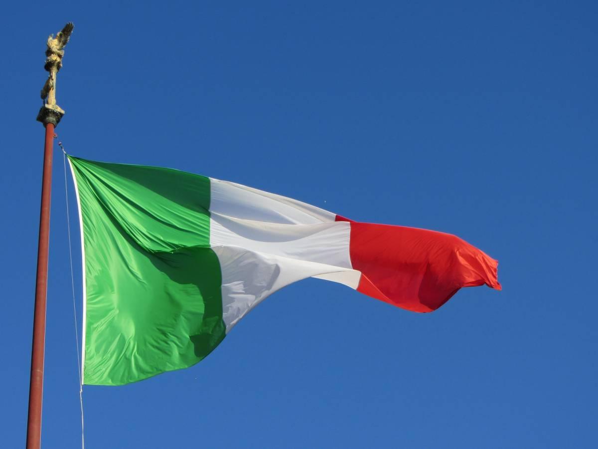 Italia senza bandiera, specchio della politica