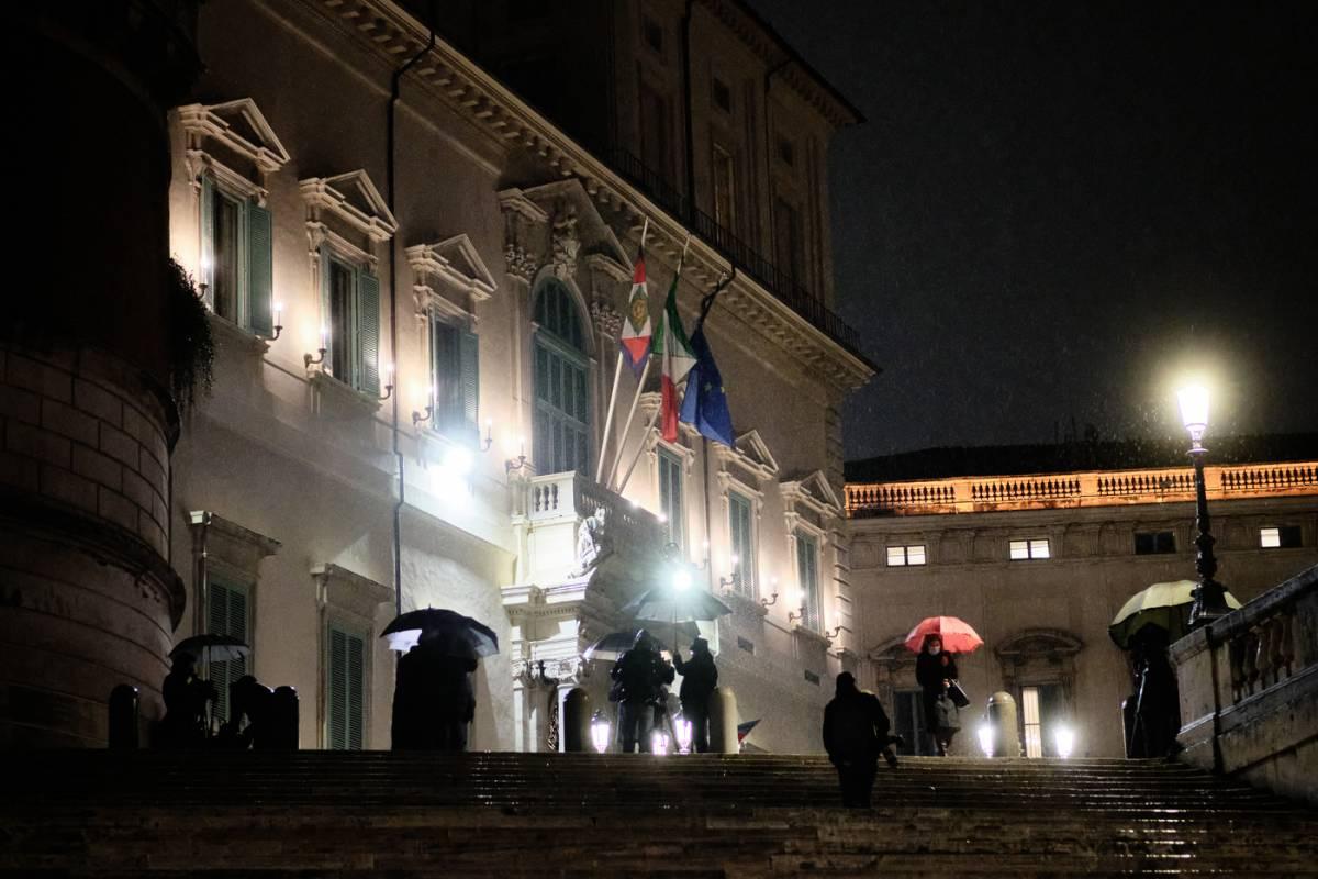 """Draghi riarreda Palazzo Chigi. """"Ma non si trovano 11 bavaglini"""""""