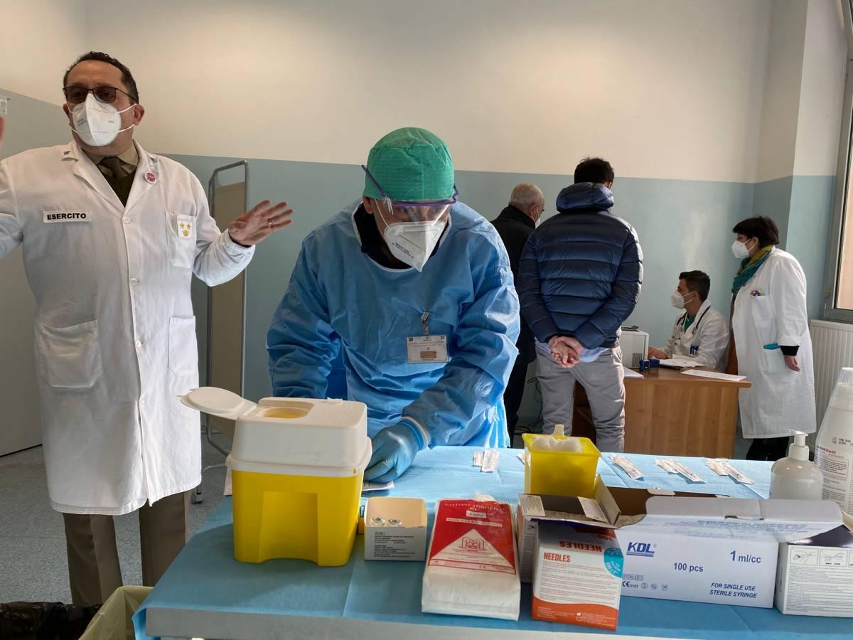 Ospedale militare raddoppia le dosi