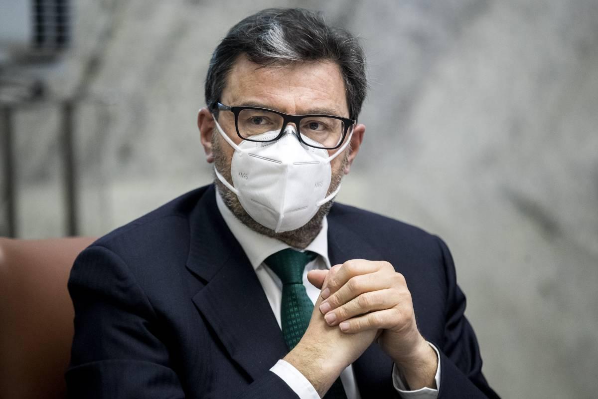 """Sintonia Giorgetti-Visco: """"Licenziamenti sbloccati ma in modo graduale"""""""