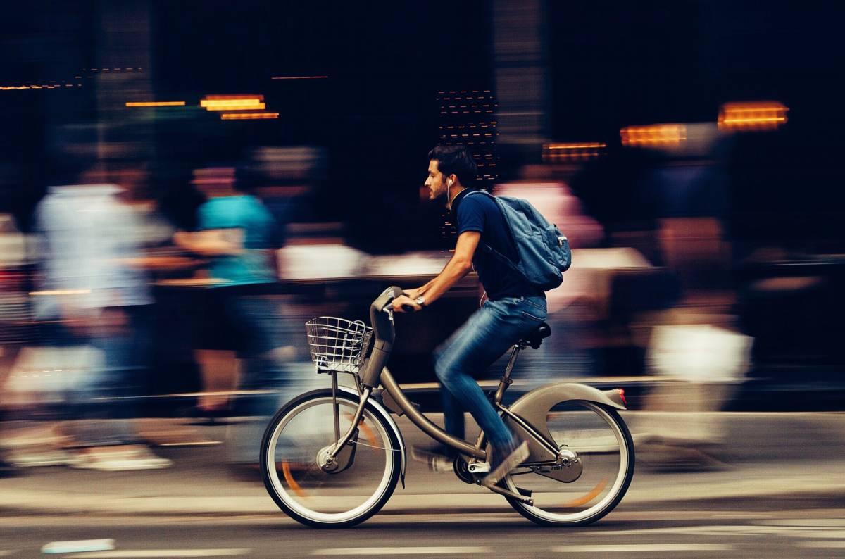 Post d'odio contro ciclista investito: a giudizio