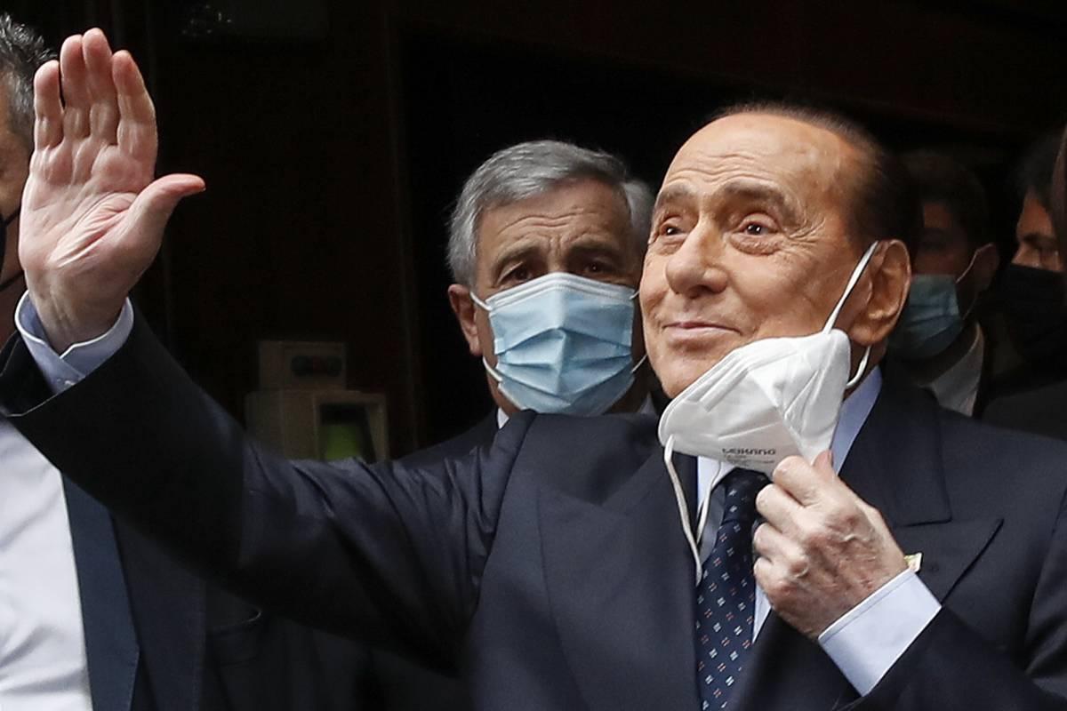"""Silvio Berlusconi: """"Bene Draghi sulla vaccinazione obbligatoria per il personale sanitario"""""""