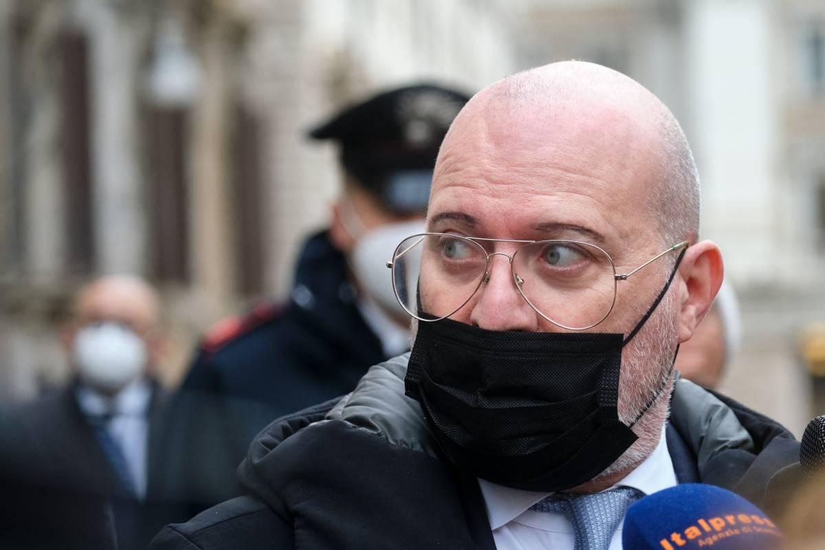 """Nessuno compra lo Sputnik"": è lite tra Bonaccini e De Luca"
