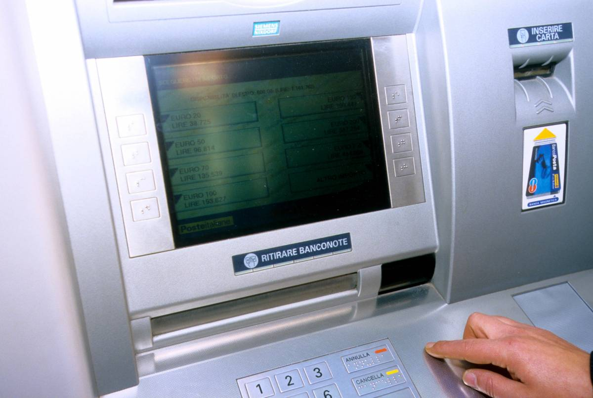 """Rivoluzione bancomat: """"Prelievi nei negozi"""""""
