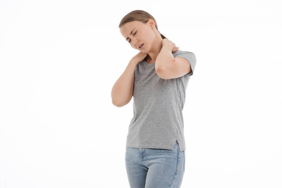 Cervicalgia, gli esercizi per alleviare il dolore