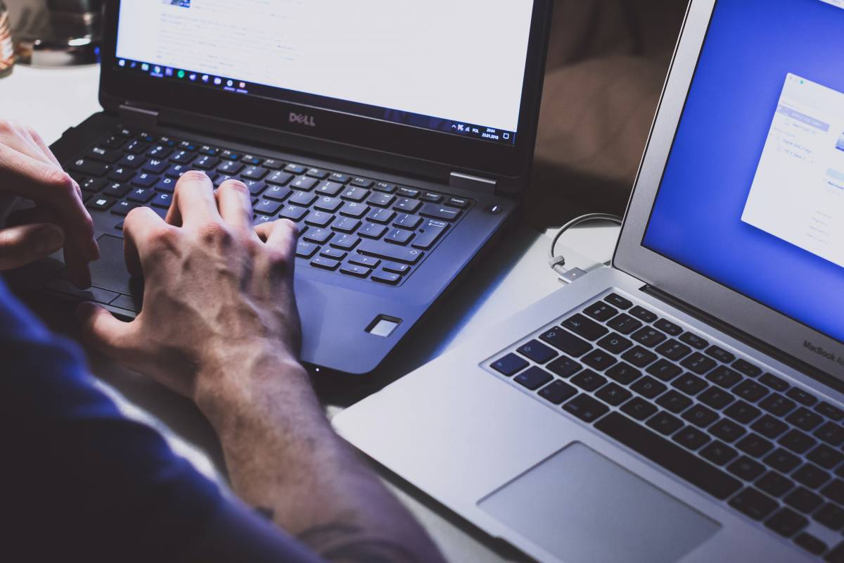 Grillini a caccia di poltrone: il blitz sull'agenzia cyber
