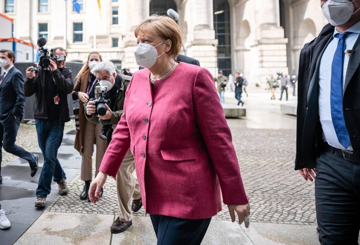 """La spinta di Draghi per i vaccini """"liberi"""". La Ue apre agli Usa, ma Merkel frena"""
