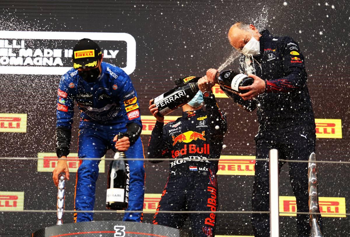 Un olandese al volante si è messo tra Hamilton e l'ottavo Mondiale