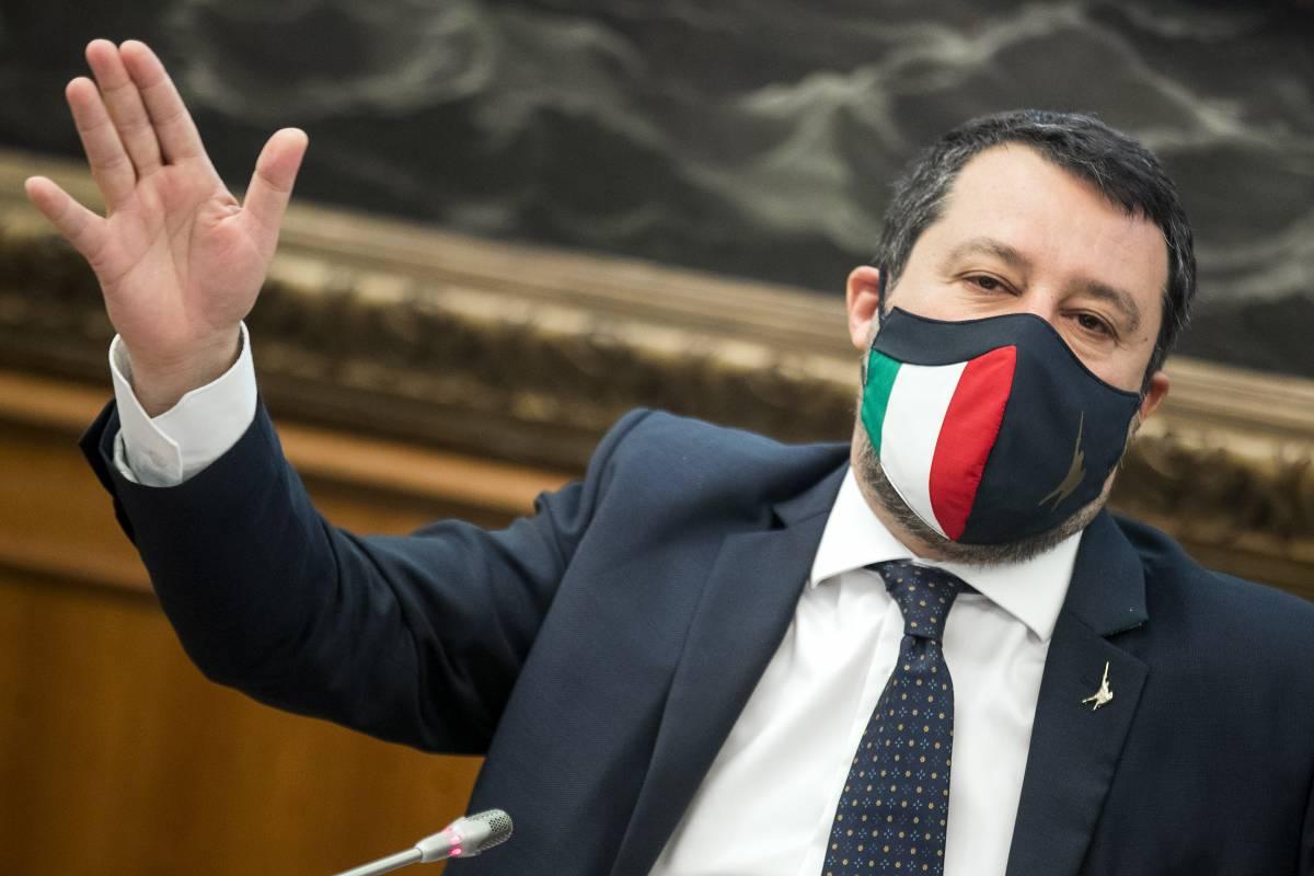 Salvini traccia la rotta sulle riaperture. Poi la bordata su Grillo