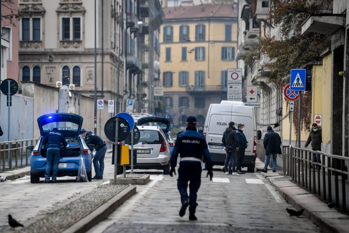 Buttata a terra per 10 euro: la rapina choc delle ragazzine all'anziana