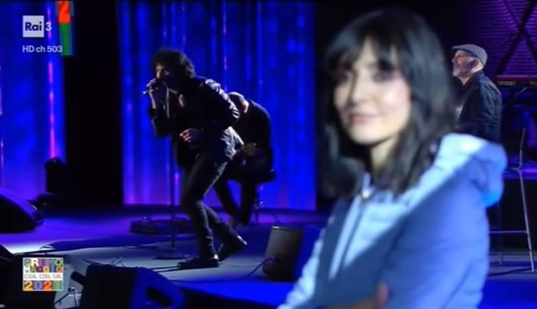 Renga canta per Ambra. E l'emozione lo tradisce...