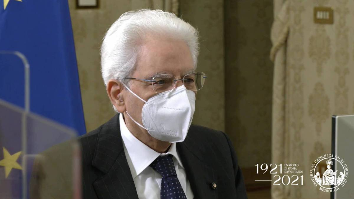 Mattarella tace su corvi e dossier: non interferisco con le inchieste